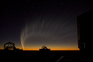 Comet McNaught over the VLT platform