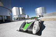 El super-auto eléctrico SRZero Racing Green Endurance visita el VLT de ESO