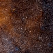 Vista de grande angular do céu em torno da SDC 335.579-0.292