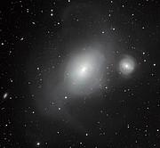 Tvær ólíkar vetrarbrautir, NGC 1316 og NGC 1317