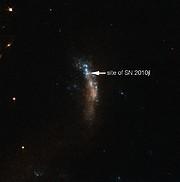 La galaxie naine UGC 5189A, hôte de la supernova SN2010jl (annotée)
