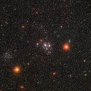 Imagen de amplio campo de los brillantes cúmulos estelares Messier 47 y Messier 46