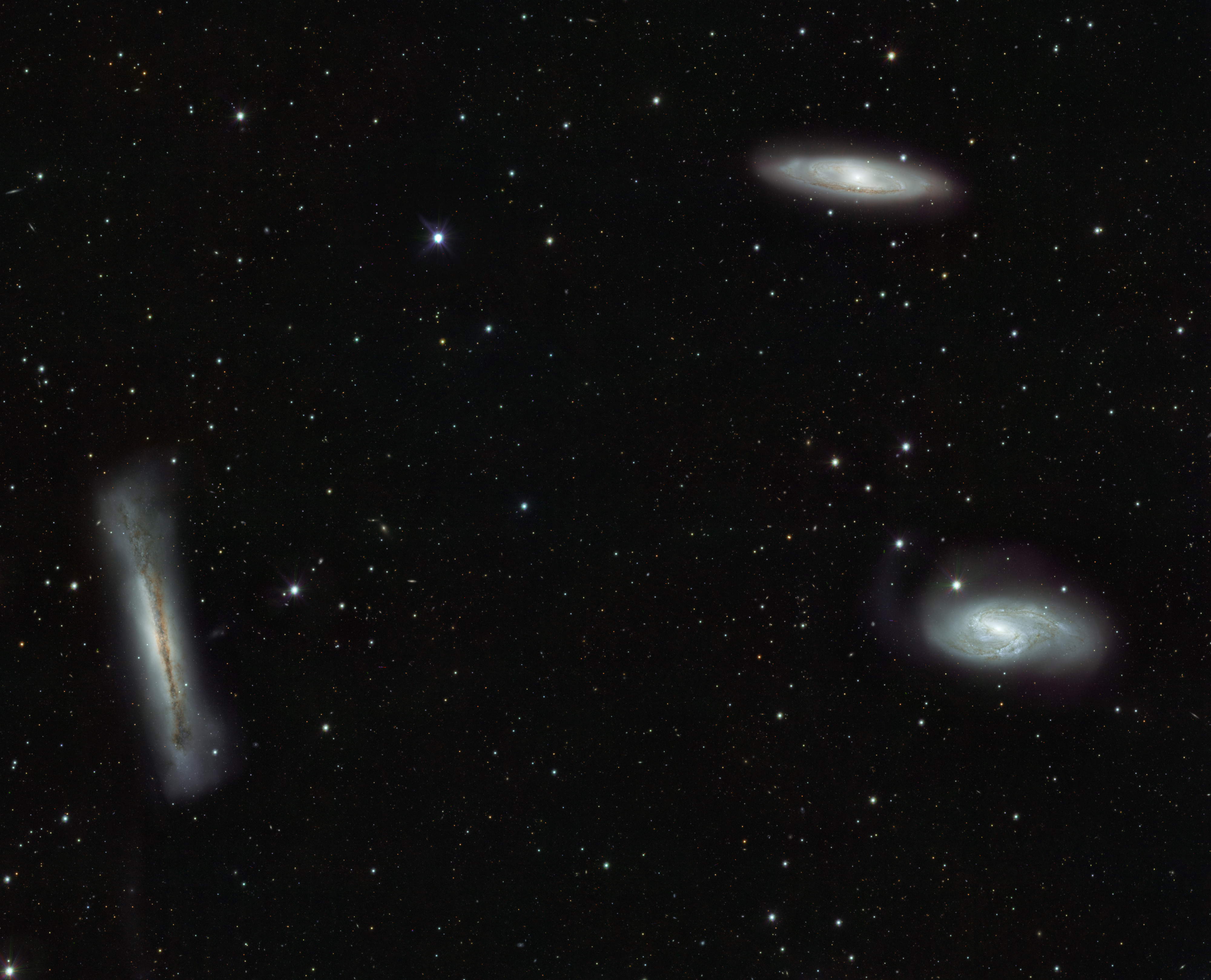 Stunning Portrait Of Galactic Triplets Bad Astronomy Bad Astronomy ~ Canaletas Para Agua Leroy Merlin