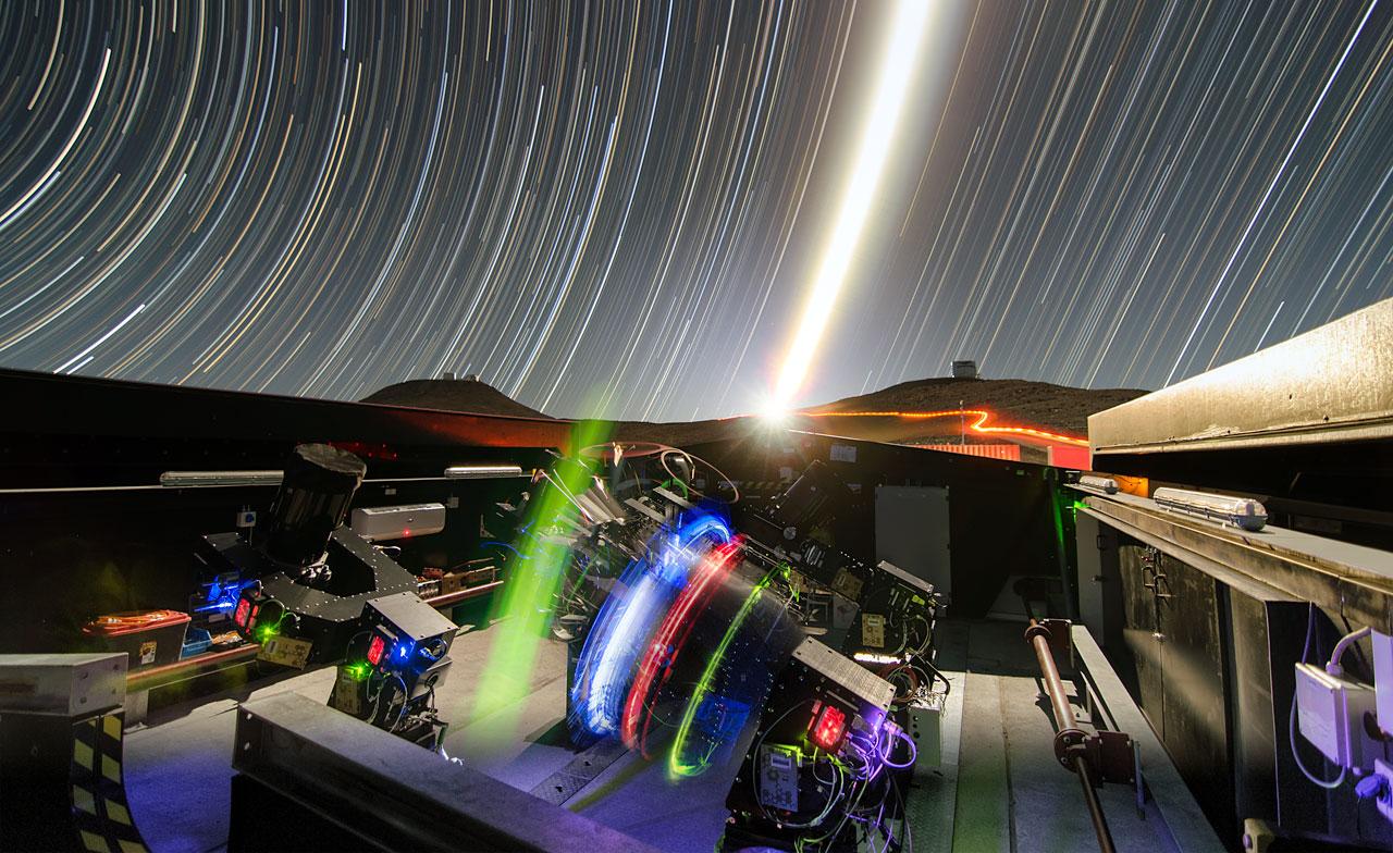 El conjunto NGTS (Next-Generation Transit Survey, la nueva generación en el sondeo de tránsitos) se encuentra en el Observatorio Paranal de ESO, en el norte de Chile. Este proyecto buscará exoplanetas en tránsito, planetas que pasan frente a su estrella anfitriona y, por lo tanto, producen un ligero oscurecimiento en la luz de la estrella que puede ser detectada por instrumentos sensibles. Los telescopios se centrarán en descubrir planetas del tamaño de Neptuno y más pequeños, con diámetros de entre dos y ocho veces el de la Tierra.