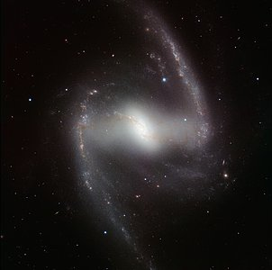 HAWK-I infrared image of the spectacular barred spiral galaxy NGC 1365*