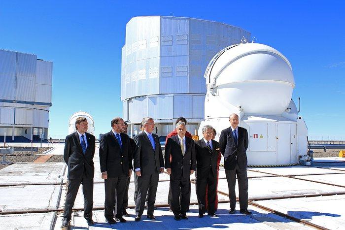 Der chilenische Präsident verkündet bei einem Besuch des Paranal die offizielle Übergabe des Geländes für das E-ELT