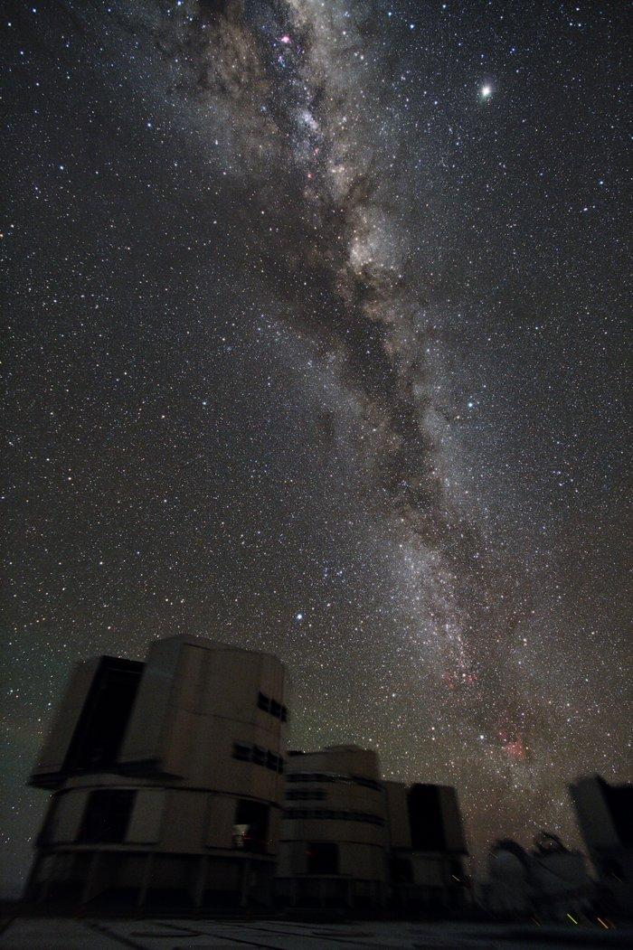 Portrait de groupe du VLT avec la Galaxie