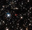 La galaxia activa distante PKS 1830-211 por Hubble y ALMA