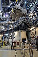 Elevando el instrumento SPHERE dentro de la cúpula del Telescopio Unitario 3 del VLT de ESO