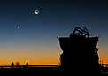 Sunset view at Paranal with Moon, Venus and an AT